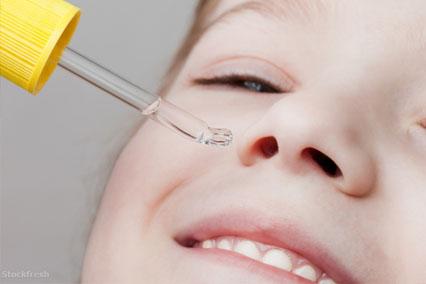 Если после операции сохраняется заложенность носа, применяйте сосудосуживающие капли.